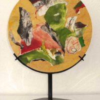 Jardin de sabores IV - Collage, estampes originales, papiers, résine sur bois, support métal, 30cm dia.